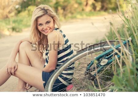 молодые Vintage велосипед блондинка улыбающаяся женщина Сток-фото © dariazu