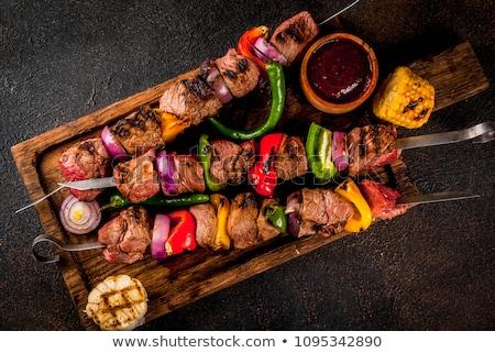 ソース · ケバブ · 背景 · プレート · 肉 · サラダ - ストックフォト © yelenayemchuk