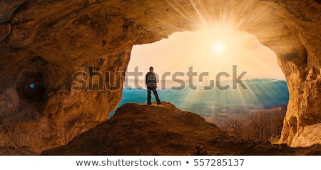 Homme camping grotte illustration arbre feu Photo stock © bluering