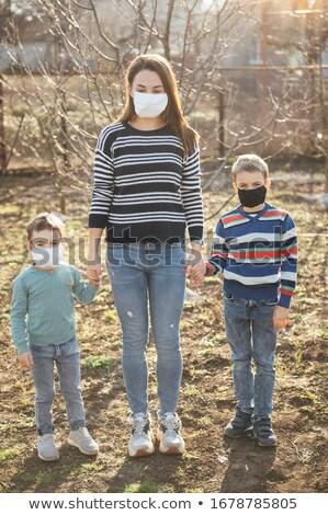 Amoroso mãe crianças desgaste máscaras vírus Foto stock © ruslanshramko