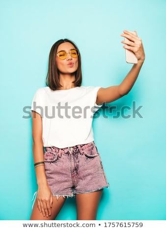 retrato · bela · mulher · 20s · celular · sessão - foto stock © dash