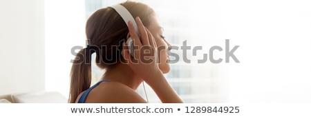 Vista lateral foto menina escuta música fones de ouvido Foto stock © deandrobot