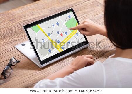 Femme GPS navigation carte numérique portable Photo stock © AndreyPopov