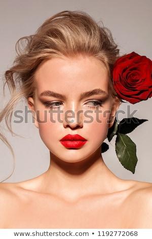 Foto stock: Sonriendo · mujer · rubia · rosas · rojas · hermosa · amor · signo