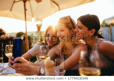 Foto d'archivio: Tre · giovani · donne · piccolo · bianco · coniglio · isolato