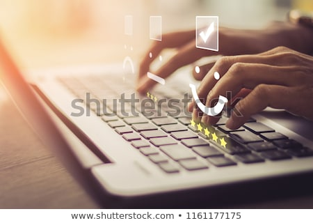 обратная связь онлайн рабочих ноутбука экране бизнеса Сток-фото © tashatuvango