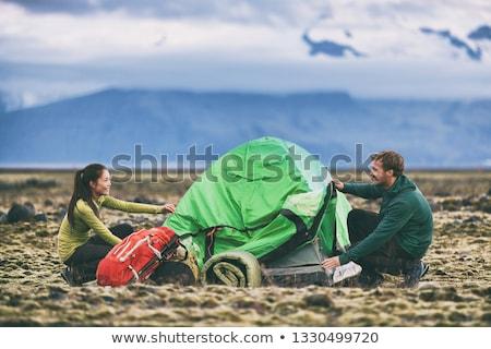 Dziewczyna w górę namiot zabawy młodych młodzieży Zdjęcia stock © IS2