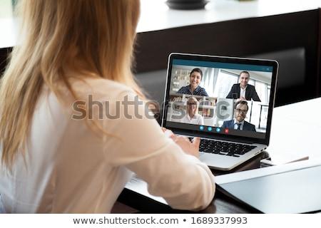 Photo stock: Femme · d'affaires · séance · bureau · numérique · écran · blanche