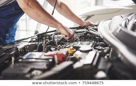 Autóipari szerelő dolgozik autó gép megjavít Stock fotó © simazoran