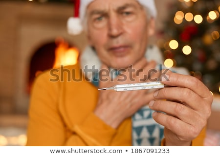 Ziek ziek senior man tonen temperatuur Stockfoto © AndreyPopov