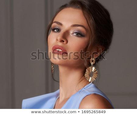 mulher · cabelo · castanho · lábios · vermelhos · brincos · moda - foto stock © wavebreak_media