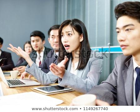Biznesmen intensywny garnitur patrząc kamery Zdjęcia stock © dgilder