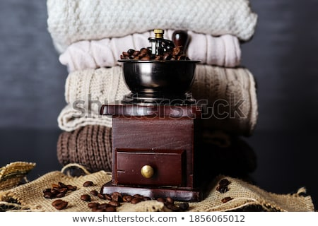 kahve · öğütücü · fotoğraf · kahve · çekirdekleri · kahve · fincanı - stok fotoğraf © simpson33