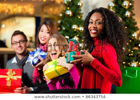 Różnorodności znajomych christmas przedstawia torby zakupy Zdjęcia stock © Kzenon