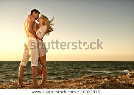 Romantik çift gün batımı okyanus güzel örnek Stok fotoğraf © ConceptCafe