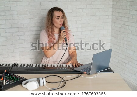 Stockfoto: Elektronische · piano · hoofdtelefoon · plug · abstract · model