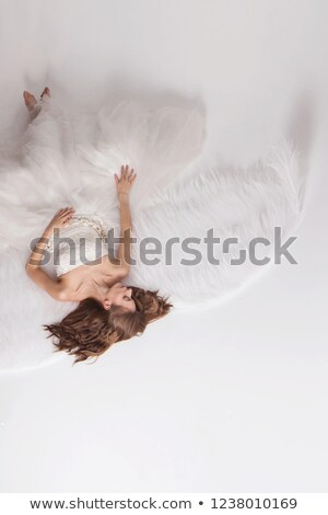 pequeno · anjo · vestido · branco · piso · isolado - foto stock © ilona75
