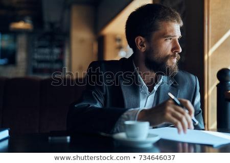 figyelmes · kaukázusi · férfi · öltöny · áll · áll - stock fotó © fuzzbones0