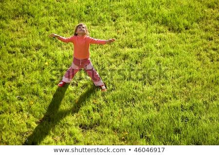 Little girl em pé mãos água drenar Foto stock © Paha_L