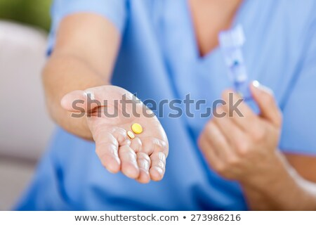 mulher · pílulas · retrato · verde · olhos - foto stock © deandrobot