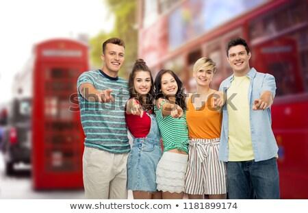 Amis pointant Londres rue de la ville Voyage tourisme Photo stock © dolgachov