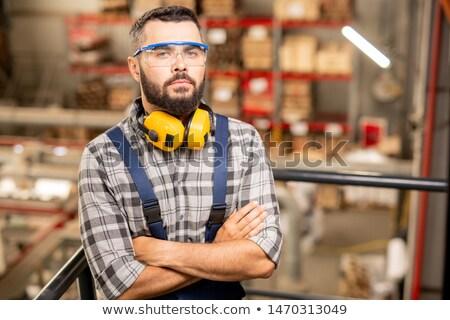 Poważny magazynu pracownika okulary ochronne słuchawki stałego Zdjęcia stock © pressmaster