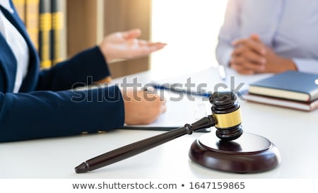 Női ügyvéd magyaráz jogi helyzet megbeszél Stock fotó © snowing