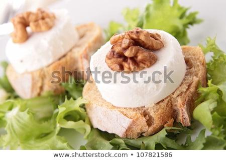 ensalada · nuez · pan · queso · de · cabra · cena · comedor - foto stock © M-studio