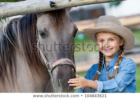 caballo · nina · sombrero · de · vaquero · retrato · jóvenes · aire · libre - foto stock © goce