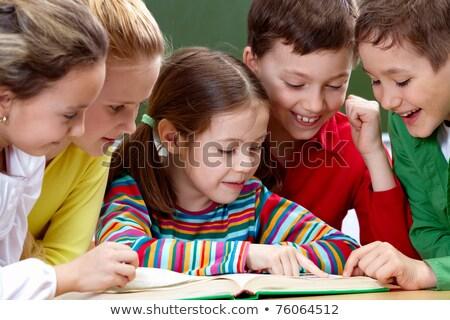 Diákok olvas könyvek mutat tudományos tanul Stock fotó © stuartmiles