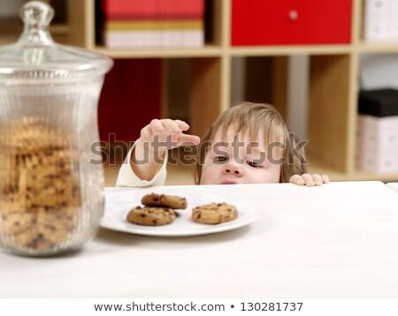 eigengemaakt · biscuits · noten · rozijnen · witte · plaat - stockfoto © is2