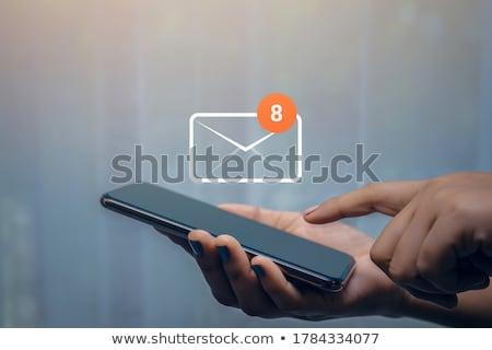 Mensagens escritório bem sucedido jovem empresária Foto stock © pressmaster