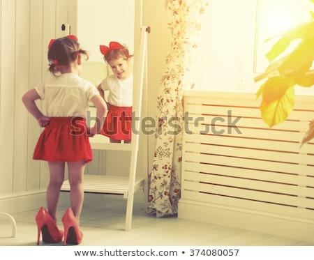 jogar · vermelho · sapatos · pequeno · criança · mamãe - foto stock © iko