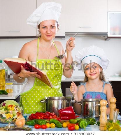 szczęśliwy · dziewczynka · gotować · portret · uśmiech · dziecko - zdjęcia stock © photography33