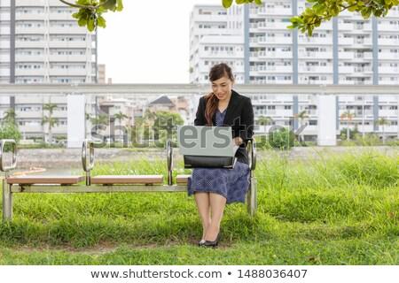 Femme portable parc fille téléphone bois Photo stock © toocan