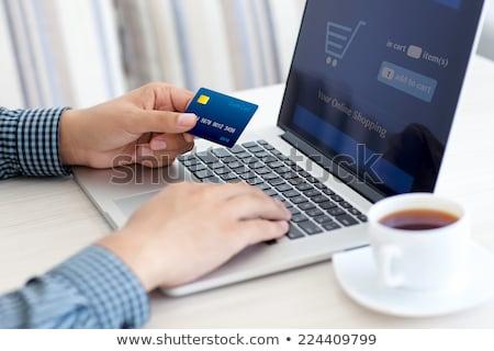 młodych · mężczyzna · karty · kredytowej · informacji · notebooka · komputera - zdjęcia stock © master1305