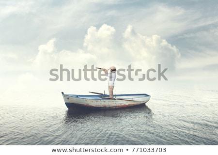 Man verrekijker zeilen toekomst blauwe hemel zonnebril Stockfoto © IS2