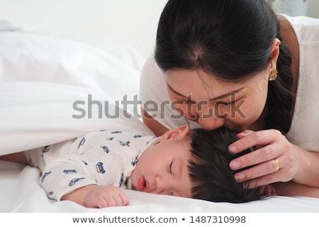 mamãe · olhando · filha · jovem · mãe - foto stock © allihays