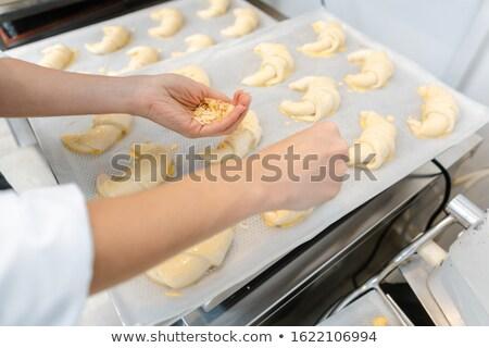 Boulangerie croissant pièces plateau cuire alimentaire Photo stock © Kzenon