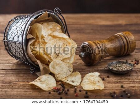 Ziemniaczanej chipy przekąska czarny pieprz wiadro ciemne Zdjęcia stock © DenisMArt