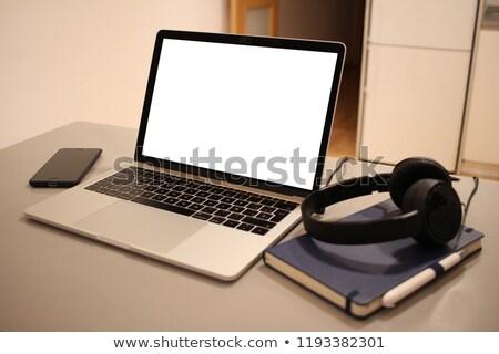 Laptop nyitva konyhapult város kommunikáció borospohár Stock fotó © zzve