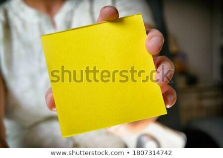Kéz nő tart öntapadó jegyzet üres hely üzlet Stock fotó © Novic