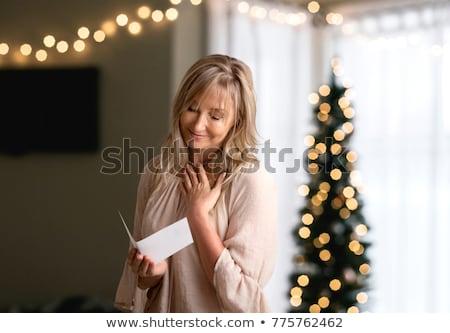 mujer · lectura · carta · mujer · sonriente · sonriendo · amor - foto stock © lovleah