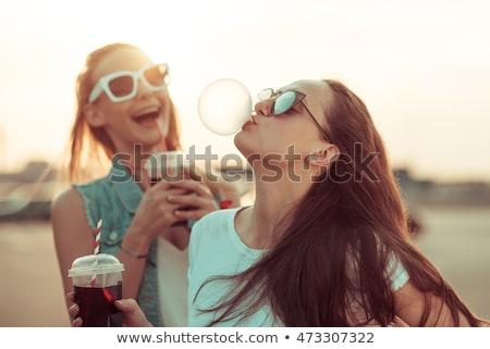 óculos de sol câmera sorridente ao ar livre mulher Foto stock © simply
