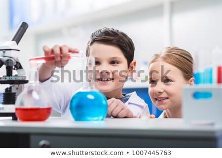 Dziewczyna eksperyment laboratorium ilustracja projektu technologii Zdjęcia stock © colematt