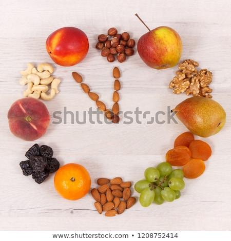 Fresco nutritivo jovem urbano mulher compras Foto stock © lithian