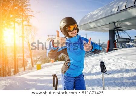 Glimlachend vrouwelijke skiër ski kleding Stockfoto © lovleah