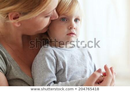 Gyönyörű fiatal anya kétéves lánygyermek néz Stock fotó © dacasdo