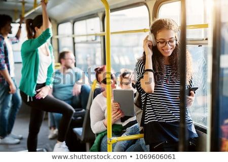 jonge · vrouw · luisteren · mobiele · oproep · jonge · zakenvrouw - stockfoto © dash