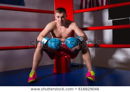 Jeunes fort homme séance gymnase gants de boxe Photo stock © deandrobot